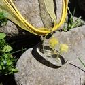 Daisey - Ovális szárított virágos medál/kulcstartó, Ékszer, Mindenmás, Medál, Kulcstartó, 27 mm-es ovális medál műgyantából, benne szárított sárga virággal. A medált én készítettem epoxy műg..., Meska
