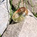 Averey - csillámos műgyanta gyűrű 19-es, Ékszer, Gyűrű, Ezt a 19-es méretű gyűrűt epoxy műgyanta, bronz-zöld csillámpor felhasználásával készítettem. Belső ..., Meska