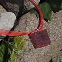 Gilnis - négyzet alakú medál/kulcstartó, Ékszer, óra, Mindenmás, Medál, Kulcstartó, Ékszerkészítés, Mindenmás, 15 mm-es négyzet alakú medál műgyantából, benne csillámporral. A medált én készítettem epoxy műgyan..., Meska