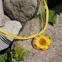 Laeriel - Kör alakú sárga virágos medál/kulcstartó, Ékszer, óra, Mindenmás, Medál, Kulcstartó, Ékszerkészítés, Mindenmás, 25 mm-es kör alakú medál műgyantából, benne préselt sárga virággal. A medált én készítettem epoxy m..., Meska