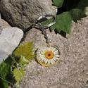 """Mirian - Kör alakú fehér virágos medál/kulcstartó, Ékszer, óra, Mindenmás, Medál, Kulcstartó, Ékszerkészítés, Mindenmás, 25 mm-es kör alakú medál műgyantából, benne préselt """"pénzecskével"""". A medált én készítettem epoxy m..., Meska"""