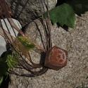 Orchalon - Kocka alakú fogaskerekes medál/kulcstartó, Ékszer, óra, Mindenmás, Medál, Kulcstartó, Ékszerkészítés, Mindenmás, 16 mm-es kocka alakú medál műgyantából, benne fogaskerékkel és selyemporral a steampunk stílus jegy..., Meska