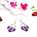 Deltoid fülbevaló - lila árnyalatok, Ékszer, Fülbevaló, 2 különböző árnyalatú lila szatén szállal készített fülbevaló, makramé csomózással. A..., Meska
