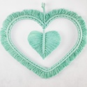Makramé szív falidísz – menta, 100%-ban újrahasznosított pamut fonalból, fém ...