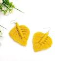 Makramé levél fülbevaló - sárga, Ezt a levél fülbevalót az extra puha, finom fel...