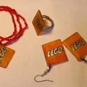 Lego szett, Ékszer, óra, Fülbevaló, Gyűrű, Karkötő, Gyöngyfűzés, Zsugorka, A szett tartalmaz egy lego feliratú, állítható méretű gyűrűt, egy lego feliratos fülbevalópárt és e..., Meska