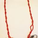 Retro nyaklánc, Ékszer, óra, Nyaklánc, Gyöngyfűzés, Zsugorka, A nyakláncot két gumidamilra fűzött, majd összecsavart piros gyöngysorból készítettem. Három medál ..., Meska