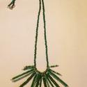 Zöld tüske, Ékszer, óra, Nyaklánc, A nyakláncot damilra fűzött gyöngyökből készítettem, és szerelőpácára fűzött gyöngyö..., Meska