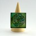 Zöld mandala virág négyzetes gyűrű, Ékszer, Képzőművészet, Gyűrű, Festmény, Festészet, Ékszerkészítés, Hordj magadon festményt!  Saját festményemet foglaltam az üveglencse mögé, melyet akril festékkel f..., Meska
