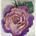 Lila rózsa kitűző dekorgumi, Dekoráció, Esküvő, Dísz, Hajdísz, ruhadísz, Mindenmás, Élethű rózsa kitűző bármilyen alkalomra nagyon elegáns. Rózsa átmérője 11cm + levél A rózsával azon..., Meska