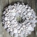 hófehérke ezüstben, Dekoráció, Otthon, lakberendezés, Ünnepi dekoráció, Karácsonyi, adventi apróságok, Virágkötés, Szalma alapra készült, sok-sok termés került rá. Átmérője kb. 30-35 cm.  Nézd meg a többi termékünk..., Meska
