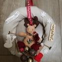 Rénszarvasos kopogtató, Dekoráció, Karácsonyi, adventi apróságok, Ünnepi dekoráció, Karácsonyi dekoráció, Mindenmás, A termék készítése során egy 25 cm-s szalma alapot vontam be sállal.A plüss rénszarvas gyermekes bá..., Meska
