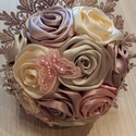 Selyemvirágcsokor gyönyörű vintage színekben, Szerelmeseknek, Esküvő, Esküvői csokor, Esküvői dekoráció, Szaténrózsacsokor,ami 14 db rózsából készült.Díszítése ezüst színű strassz,gyöngy és ..., Meska