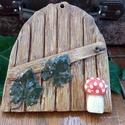 Fagyálló kerámia ajtó a tündérfádra - deszkákkal, szőlőlevelekkel, gombával, Otthon, lakberendezés, Dekoráció, Kerti dísz, Dísz,  Neked is tetszenek a tündérfák? Ha van a kertedben egy szép nagy fa, és eszedbe jutott már, hogy va..., Meska