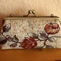 Virágos neszi , Táska, Pénztárca, tok, tárca, Pénztárca, Textilből készült 15 cm fémkeretre varrt. Mérete 15x9x3 cm., Meska