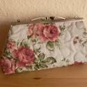 Rózsás neszesszer , Táska, Pénztárca, tok, tárca, Pénztárca, 18 cm fémkeretre van varrva. Méretei 20 x 12 cm , Meska