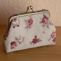 Rózsás pénztárca, Táska, Pénztárca, tok, tárca, Pénztárca, Textilből készült 10 cm fémkeretre varrt.  Mérete: 11 x 12 cm, Meska