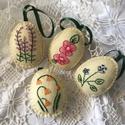 Húsvéti díszek - Vanilia színű,hímzett szett 4db-os, Gyapjúfilcből készítettem ezeket a szépséges...