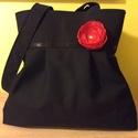 Fekete táska-választható virággal, Ruha, divat, cipő, Táska, Mindenmás, Válltáska, oldaltáska, Fekete szövetből készítettem ezt a táskát. Hordható bármilyen alkalomra,de a hétköznapokra is remek ..., Meska