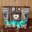 Neszesszer masnival, Táska, Szépségápolás, Neszesszer,   Minden női táskának szüksége van egy neszesszerre.  Barna szívecskés vászonból  készítettem ezt a ..., Meska