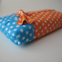 Türkiz-narancs pöttyös zsebkendőtartó, Ruha, divat, cipő, Táska, Pénztárca, tok, tárca, Zsebkendőtartó, Varrás, Gyakran csak néhány zsebkendőt szeretnék magamnál tudni, kis táskáimban a 10db is sok. Ezzel Te is ..., Meska
