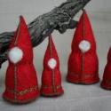 """Manó család  """"Red  Family"""", Baba-mama-gyerek, Dekoráció, Játék, Karácsonyi, adventi apróságok, Varrás, Filcből készült manó család.   A manók kézzel lettek varrva, oldalukon hímzéssel, tömésük gyapjú.  ..., Meska"""