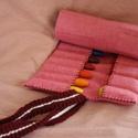 Krétatartó rózsaszín, Játék, Horgolás, Varrás, Krétatartó, jó minőségű filc anyagból, horgolt pánttal.   A gyapjú filcből készült krétatartó 9 db ..., Meska