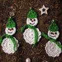 Horgolt hóemberek, Dekoráció, Ünnepi dekoráció, Karácsonyi, adventi apróságok, Karácsonyi dekoráció, Horgolás, Horgolt hóembereim dekorációnak, csomag díszítésére, apró ajándéknak készült. Magasságuk 9,5 cm.  S..., Meska