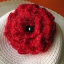 Horgolt virágos kitűző, Ékszer, Bross, kitűző, Horgolás, Piros horgolt kitűzőm különleges fonalból készült. Fekete és fényes szálak teszik egyedivé. Alkalma..., Meska