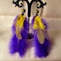 Marabu tollas fülbevaló, Ékszer, Fülbevaló, Ékszerkészítés, Lila /a fotón kéknek látszik/ és sárga tollas fülbevalót készítettem. Magassága akasztó nélkül 12 c..., Meska