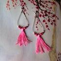 Rózsaszín bojtos fülbevaló, Ékszer, Fülbevaló, Fém karikára készítettem a rózsaszín bojtot, köré hozzá illő gyöngyöket fűztem. Magassága akasztó né..., Meska