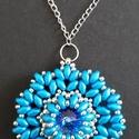Kék rivoli medál, Ékszer, Medál, Nyaklánc, egyedi tervezésű medál 14 mm es rivoliból, super duóból, kásából készült.  50 cm láncon ..., Meska