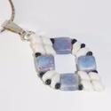 Kék-rózsaszín márványos medál, Ékszer, óra, Medál, Kék-rózsaszín márványos és fehér, gyöngyökből készült ez a szép medál.  Mérete: 2 x 4 cm  Az ajánlat..., Meska