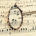 Csipke medál - Antik kotta - bronz foglalat - zenész koncertre járó különleges viselete lehet - hosszú láncon  , Ékszer, Medál, Nyaklánc, Az első képen szereplő ékszer, amit egy régi kotta ihletett, így két üveglap közé zártam. A medál mé..., Meska
