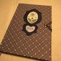 A/5 határidőnapló Kék virágos, kampós (11), Naptár, képeslap, album, Jegyzetfüzet, napló, Naptár, Könyvkötés, Papírművészet, Mérete: 14 x 20 cm, hetes beosztású, a végén 60 oldal  jegyzet. Halványkék lapokkal. A könyv elején..., Meska