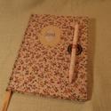 (15) A/5 Határidő napló, rózsaszín tollas, Naptár, képeslap, album, Jegyzetfüzet, napló, Naptár, Könyvkötés, Mérete: 14 x 20 cm halvány pasztell rózsaszínes lapokkal. Hetes beosztású, kézzel írott és tervezet..., Meska