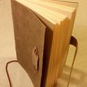 A/6 Puha bőrös zsebkönyv (44), Naptár, képeslap, album, Jegyzetfüzet, napló, Mérete: 10 x 14 cm 200 oldal krém színű lapokkal.Nyers színű préselt bőr borítással,( táblalemez nél..., Meska