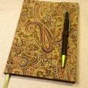 A/5 Zöld indás tollas napló (28), Naptár, képeslap, album, Jegyzetfüzet, napló, Mérete: 14 x 20 cm.200 oldalnyi halványzöld, egyedi vonalazású lapokkal. Kézzel fűzött és kötött nap..., Meska