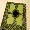A/5 Zöld pöttyös berakásos,kampós napló (34), Naptár, képeslap, album, Jegyzetfüzet, napló, Mérete: 14 x 20 cm 240 oldalas, halványzöld üres lapokkal. Kézzel fűzött és kötött könyv,..., Meska