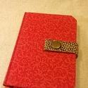 A/6 piros patentos notesz (51), Naptár, képeslap, album, Jegyzetfüzet, napló, Mérete: 10 x 14 cm 200 oldal vajsárga üres lapokkal. Bőrpánt és patent segítségével záródó notesz.A ..., Meska