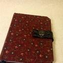 A/6 bordó patentos notesz (52), Naptár, képeslap, album, Jegyzetfüzet, napló, Mérete: 10 x 14 cm 200 oldal halványkék üres lapokkal. Bőrpánt és patent segítségével záródó notesz...., Meska