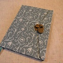 Acélkék indás, lakatos könyv A/5, Naptár, képeslap, album, Jegyzetfüzet, napló, Méretek: 14 x 20 cm, 240 oldal, pasztell zöld, egyedi vonalazású lapokkal. Kézzel fűzött könyvtestte..., Meska