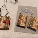 Zöld- rózsás könyvékszer szett, Ékszer, Medál, Fülbevaló, Medál: 22 x 29 mm, 72 oldalas oldalas. Kézzel fűzött könyvecske , színes lapokból. Egy pici mágnes s..., Meska