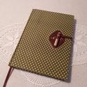 A/5 Zöld pöttyös, napló, Méretek: 14 x 20 cm, 240 oldal. Halvány zöld sz...