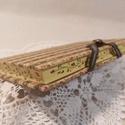A/6 Rózsás metszésesfestett, vonalas napló, Méretek: 10 x 14cm, 200 oldal. Halvány vajsárga...