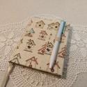 A/6 Madárházikós, vonalas, tollas notesz , Mérete 10 x 14 cm  180 oldal Halvány krém szín...