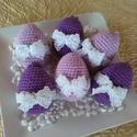Horgolt húsvéti tojások a levendula színeiben 6 db, Dekoráció, Ünnepi dekoráció, Húsvéti díszek, Horgolás, Mercerizált pamutfonalból, lila kétféle árnyalatából készültek a tojások. Minden tojást csipkével é..., Meska