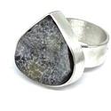 Hó gyűrű acháttal, Ékszer, Gyűrű, Ékszerkészítés, A telet idéző gyűrűt ezüstből készítettem, a gyűrűsínen hópihe minta van, a befoglalt kő egy kristá..., Meska