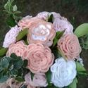 Menyasszonyi örökcsokor, Esküvő, Férfiaknak, Esküvői csokor, Vőlegényes, Csokor, Horgolt technikával készült virágból és élő zöldből összeállított menyasszonyi örökcs..., Meska