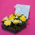 Szatén rózsadoboz , Mindenmás, Virágkötés, Szatén rózsából és élő zöldből megalkotott örökre szóló doboz.  A rózsa illetve a doboz színe és mi..., Meska